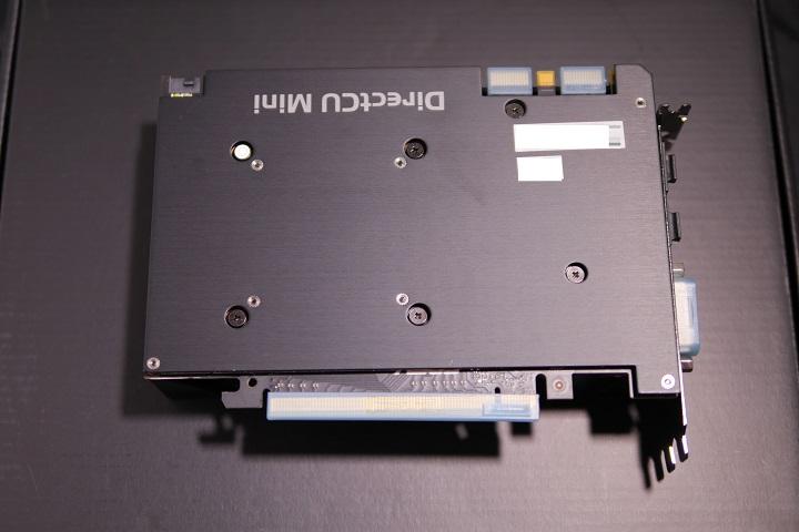 ASUS GTX970-DCMOC-4GD5 バックプレート1