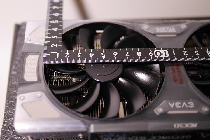 EVGA GeForce GTX 1070 FTW ACX 3.0本体ファンのサイズ