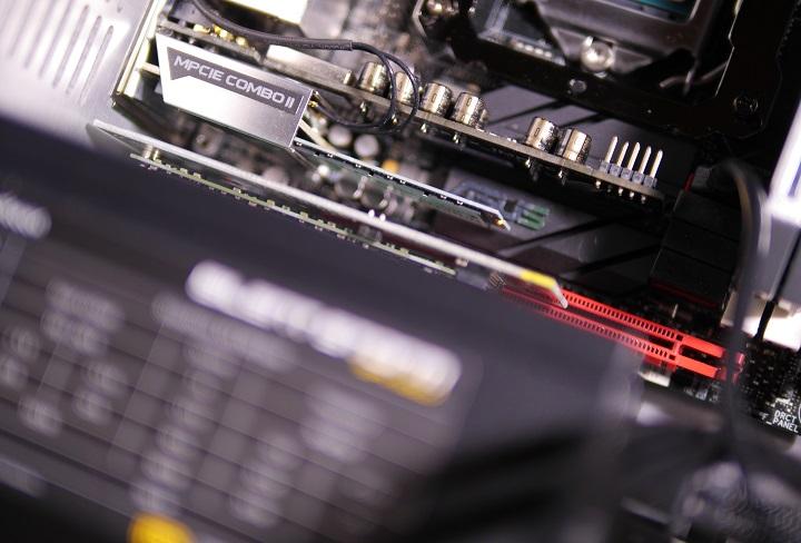 PLEXTOR PX-G256M6eをパソコンに取り付け2