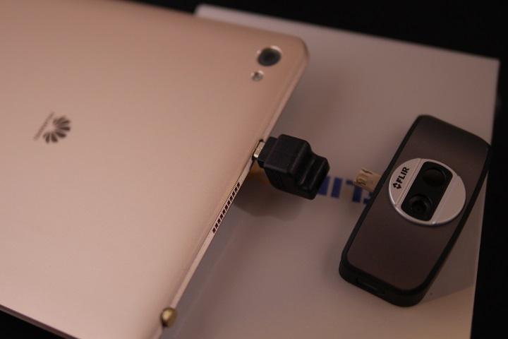 FLIR ONEをMediaPad M2 8.0に装着1