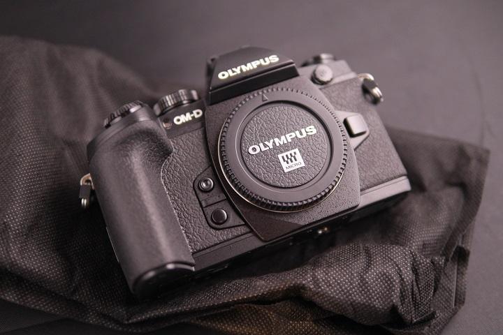 OLYMPUS OM-D E-M1 12-40mm F2.8 レンズキットカメラ本体1