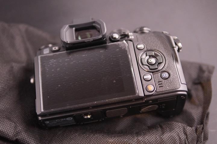 OLYMPUS OM-D E-M1 12-40mm F2.8 レンズキットカメラ本体2