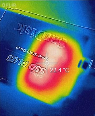 SanDisk SSD PLUSのCrystalDiskMark温度高