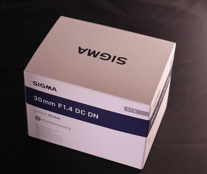 SIGMA 30mm F1.4 DC DN箱
