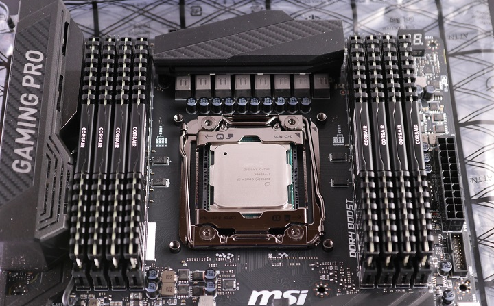 MSI X99A GAMING PRO CARBONにメモリ取り付け