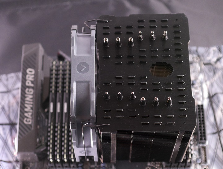 MSI X99A GAMING PRO CARBONにCPUクーラー取り付け