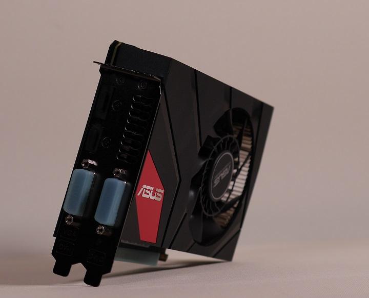 ASUS GTX970-DCMOC-4GD5スロット側
