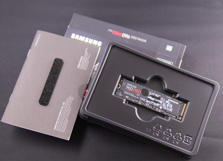SAMSUNG 960 PRO M.2 MZ-V6P512B/IT開封2