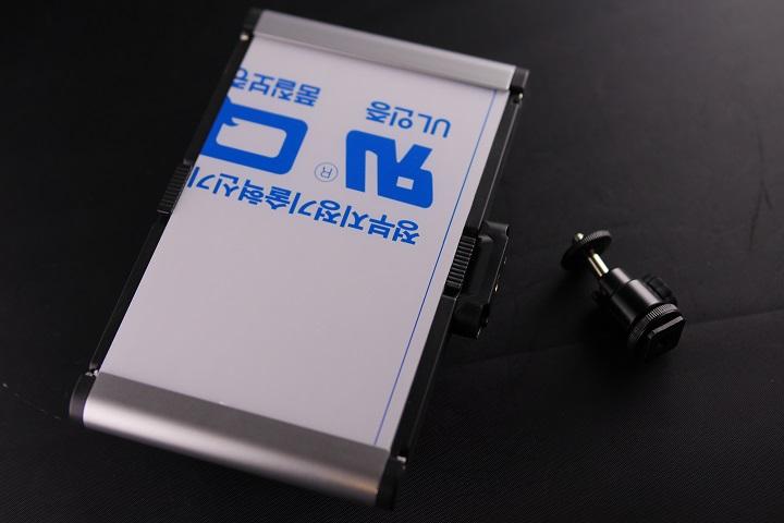 Neewer LEDライト CRI95+本体1