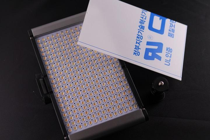 Neewer LEDライト CRI95+本体5