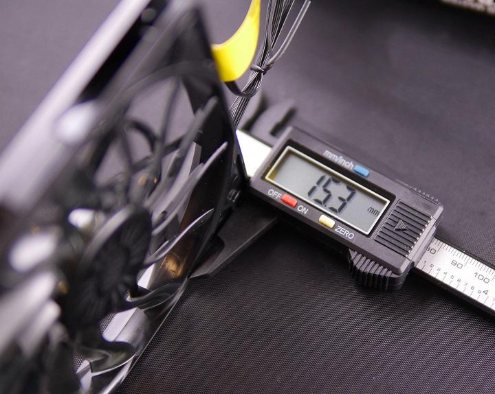 CoolerMaster XtraFlo 120 Slimの厚み