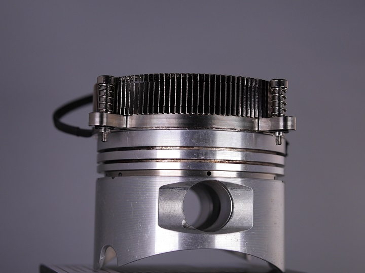 Thermaltake Engine 27とピストン2