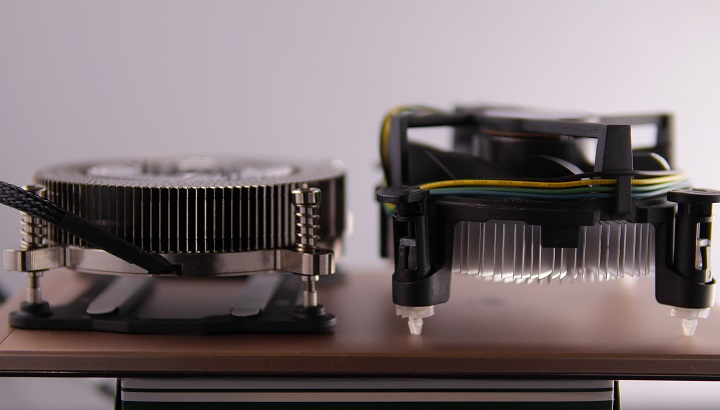 Thermaltake Engine 27とIntel CPUクーラー比較2