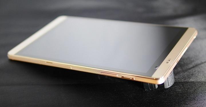 Huawei MediaPad M2 8.0 Wi-Fiモデル横から1