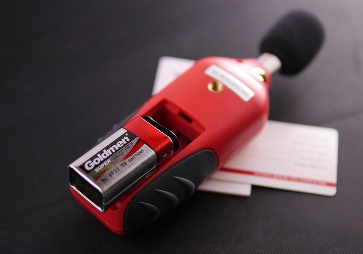 Tacklife SLM01 騒音計に電池を入れる