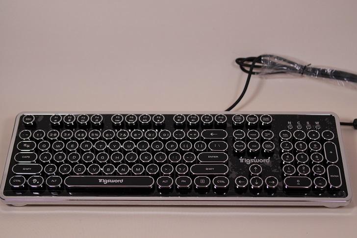上海問屋 USB接続 タイプライター風ゲーミングキーボード本体1