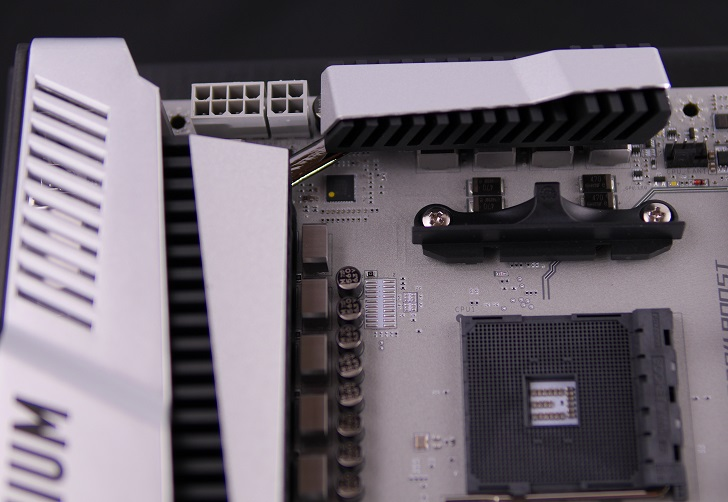 MSI X370 XPOWER GAMING TITANIUMのCPU8Pin+4Pin