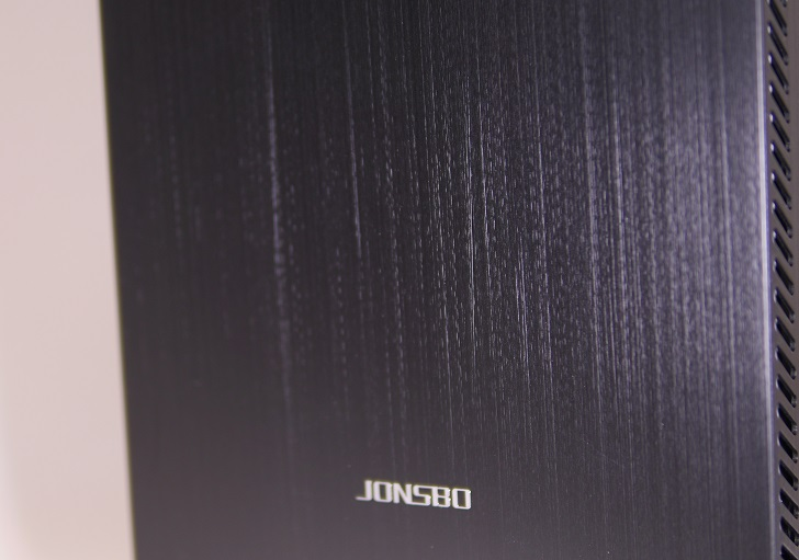 JONSBO U4BKの表面仕上げ、その2