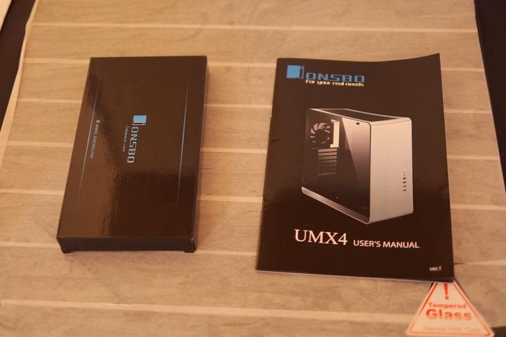 JONSBO UMX4付属品、その1