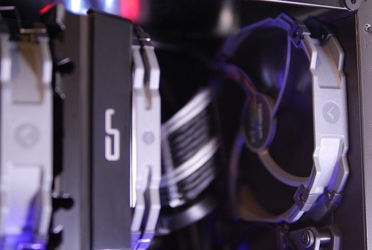 黒パソコンのフロントファン