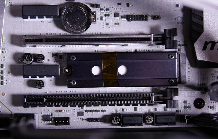 AREA 松原1丁目を取り付けたSSDをパソコンに取り付け