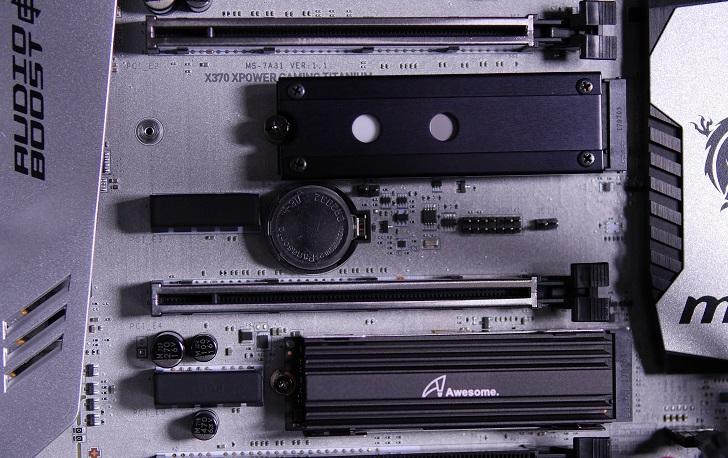 黒パソコン、SSD取り付け具合