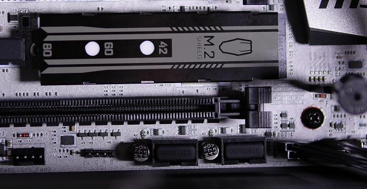 M.2 Shieldを取り付けたSSDをパソコンに取り付け