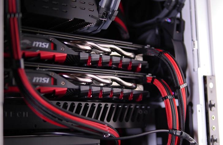 銀色パソコンにMNPCTECH Machined GPU Supportを取り付け、その1