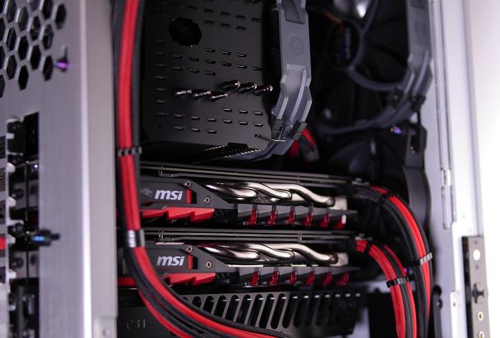 銀色パソコンにMNPCTECH Machined GPU Supportを取り付け、その2