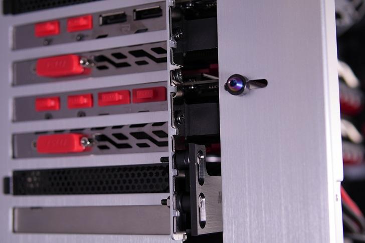 銀色パソコンにMNPCTECH Machined GPU Supportを取り付け、その4