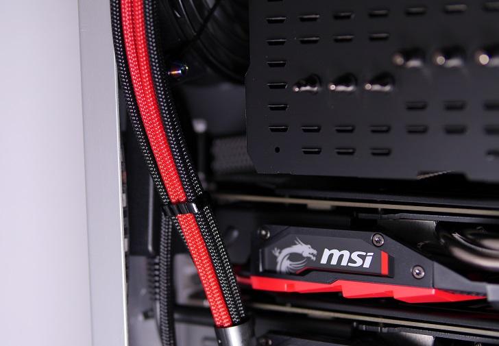 銀色パソコンのCorsair Link USBドングル取り付け場所