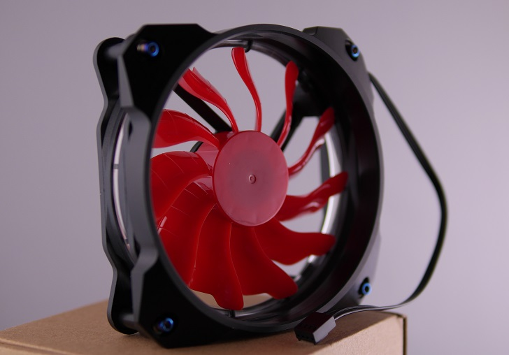 "Novonest PCケースファン【赤】にMNPCTECH 120mm Overkill ""Ring"" PC Fan Grillを取り付け、その2"