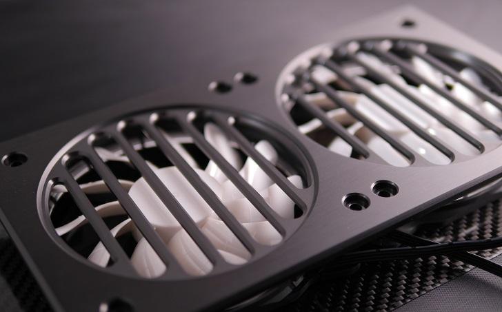 Mnpctech Billet Aluminum Radiator Grillsにファンを取り付け、その2