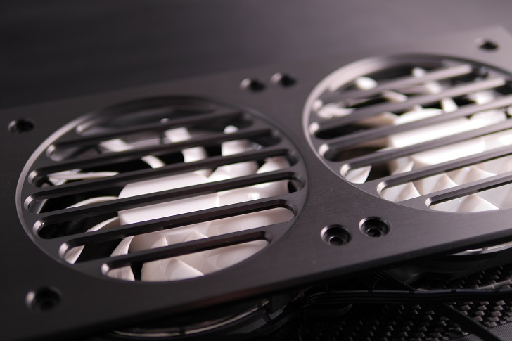 Mnpctech Billet Aluminum Radiator Grillsにファンを取り付け、その3