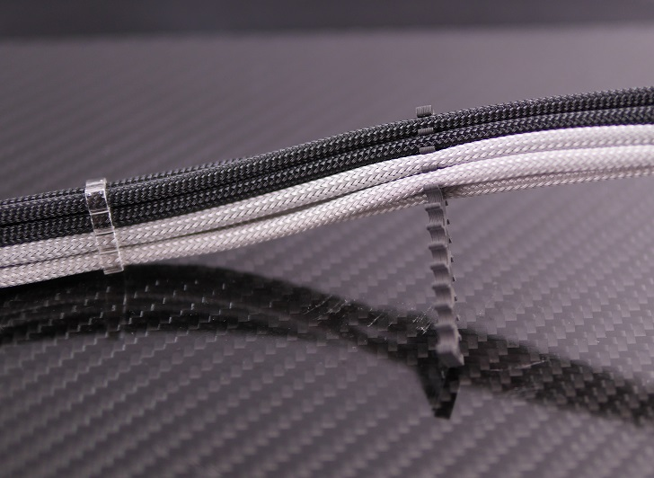 Mnpctech 24Pin ATX Carbon Fiber Black Cable Combを4mmスリーブに取り付け、その2