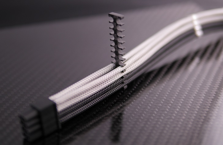 Mnpctech 24Pin ATX Carbon Fiber Black Cable Combを4mmスリーブに取り付け、その4