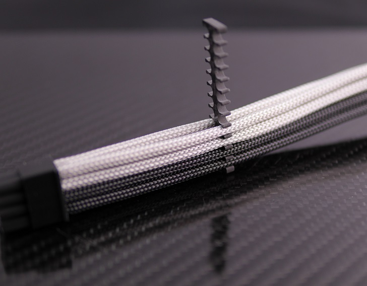 Mnpctech 24Pin ATX Carbon Fiber Black Cable Combを4mmスリーブに取り付け、その5