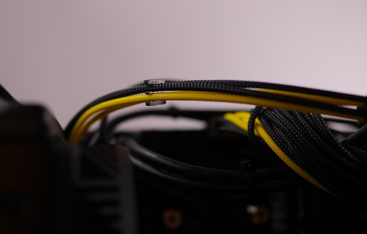 RAIJINTEK METIS金色の電源スリーブ完成、その4