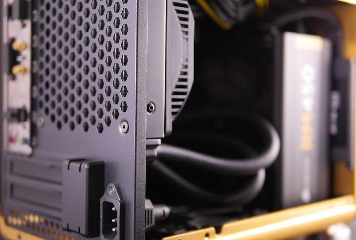 RAIJINTEK METIS金色のSSD取り付け方法、その1
