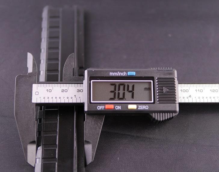 ASUS SABERTOOTH X99の付属ダミーメモリの高さ