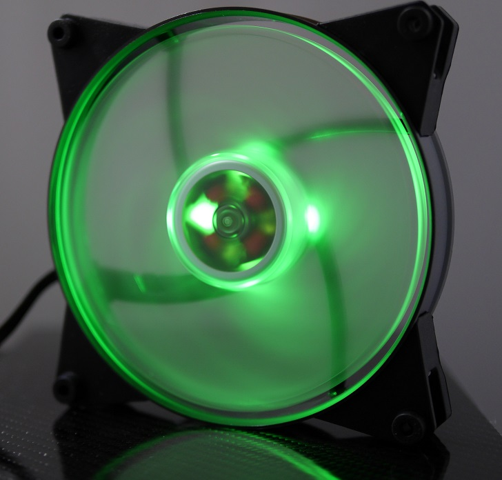 CoolerMaster MasterFan Pro Air Pressure RGBの光具合、その1