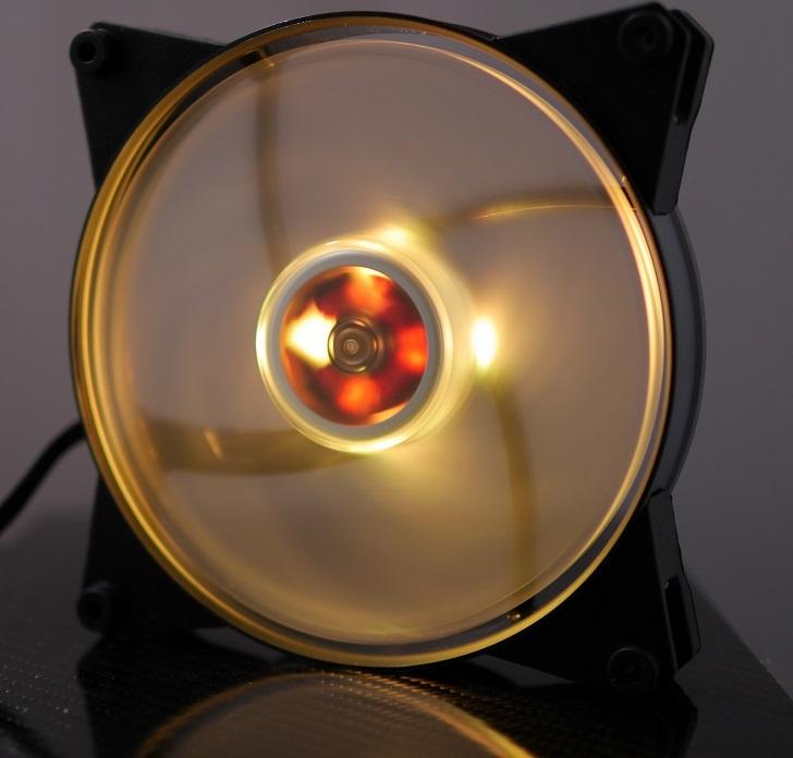 CoolerMaster MasterFan Pro Air Pressure RGBの光具合、その2