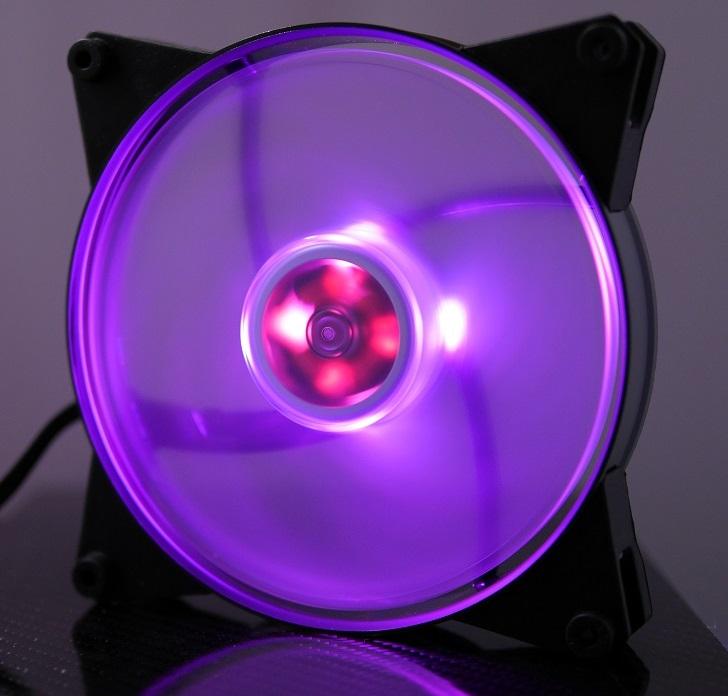 CoolerMaster MasterFan Pro Air Pressure RGBの光具合、その4