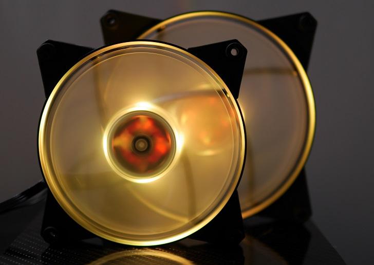 CoolerMaster MasterFan Pro Air Pressure RGBの光具合、その8