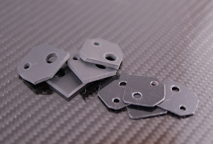 ゴムシートとサンデーシート黒硬質塩化ビニール板の加工後