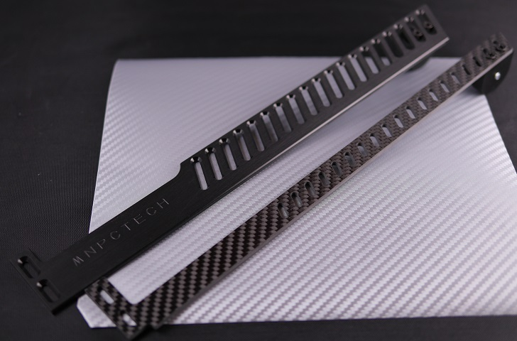 Mnpctech Limited Edition Carbon Fiber GPU Support Arm BracketとGPU Support Bracket Non-Referenceの比較、その1