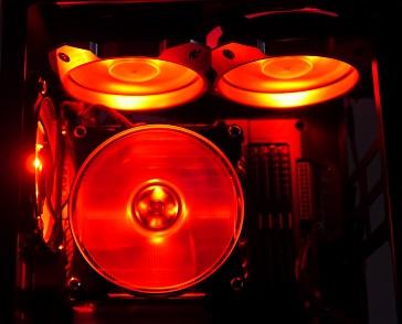 MasterFan Pro 120 RGBの光具合、赤、その1