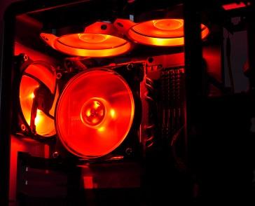 MasterFan Pro 120 RGBの光具合、赤、その2