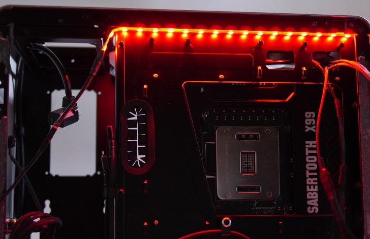 RGB LEDテープの光具合、赤