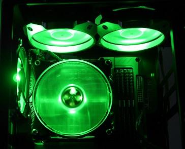 MasterFan Pro 120 RGBの光具合、緑、その1